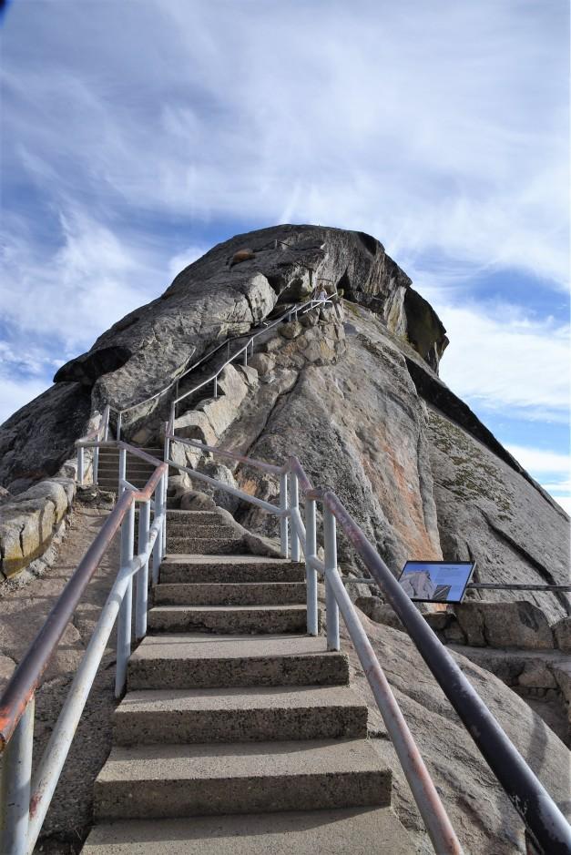 climb-up-moro-rock
