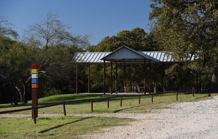picnic-shelter-at-tadra-point-trailhead