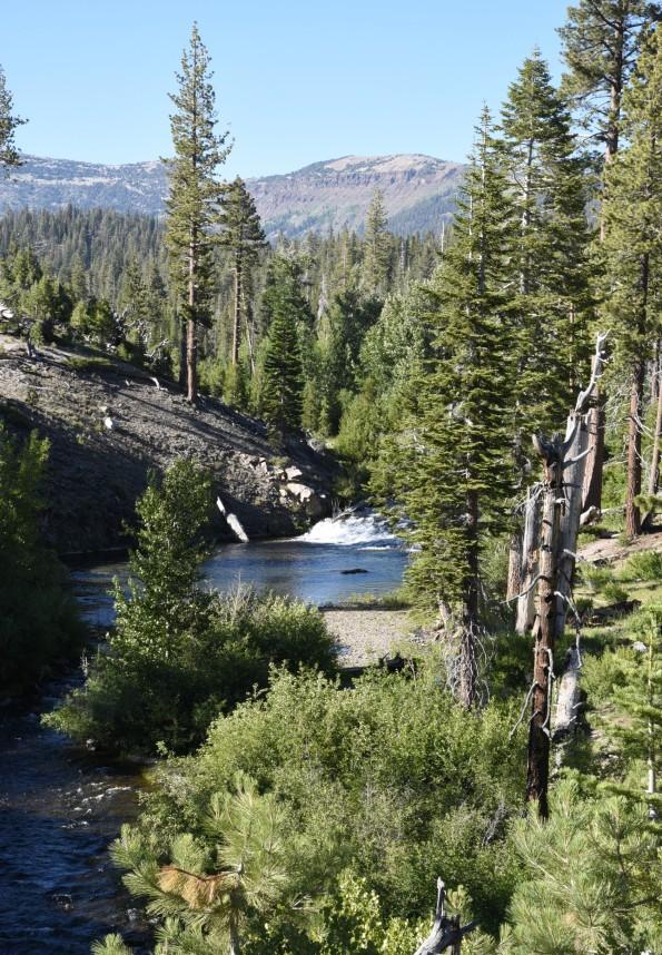 rainbow-falls-river-valley