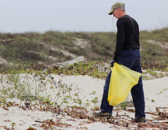 jim-picking-up-trash-on-padre-island-2