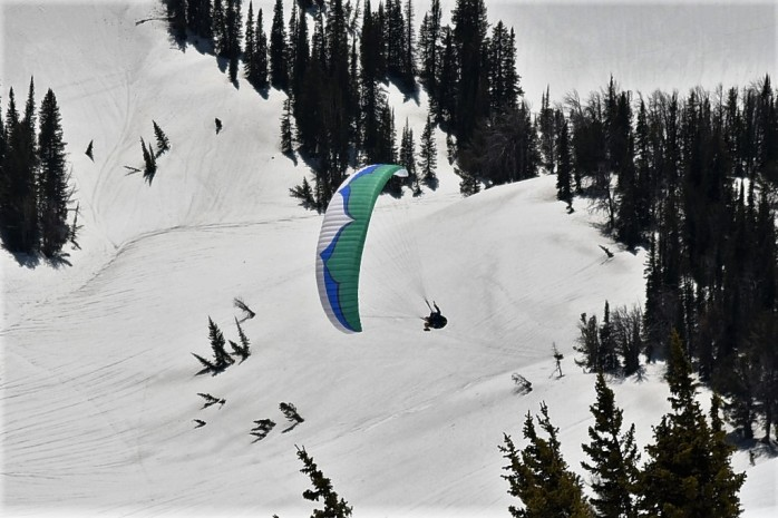 Paragliding off Rendezvous Mt.(3)