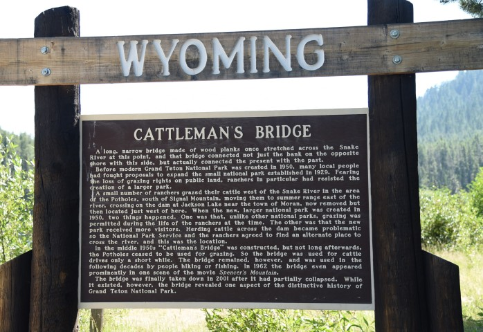 Cattlemans Crossing sign