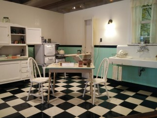 Love this replica of an old kitchen! I have a sink just like that!